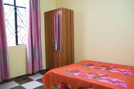 En-suite Double bedroom (A2) - Quatre Bornes - Dom