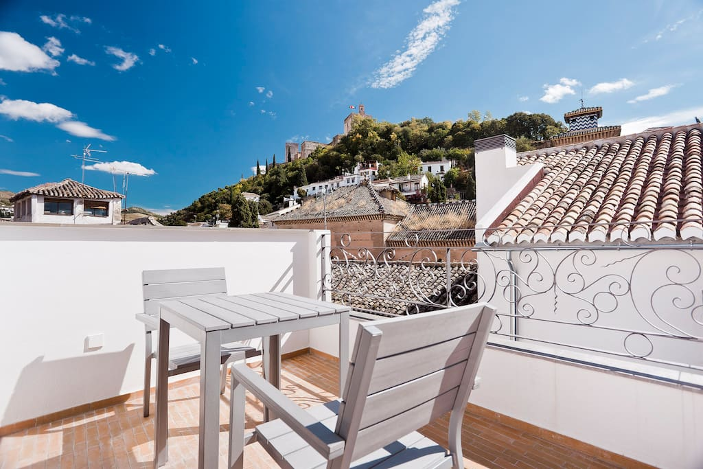 Duplex con terraza y vistas serviced apartments for rent for Terraza casa de granada