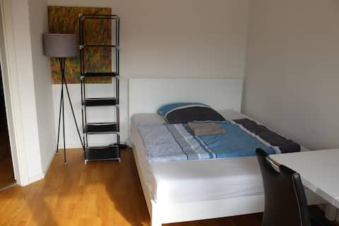 Modern Private Room in Dusseldorf's Center