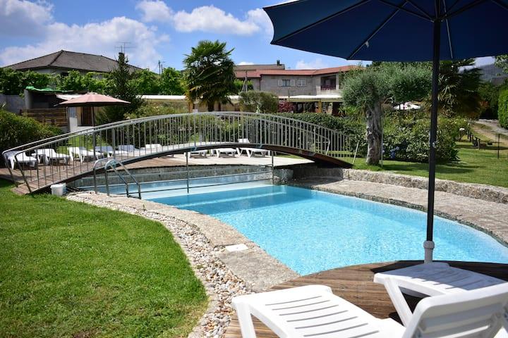 T2 com piscina partilhada e parque infantil
