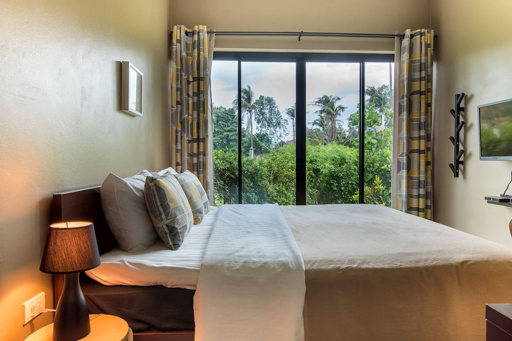 Villa C, Bedroom 2, King size bed