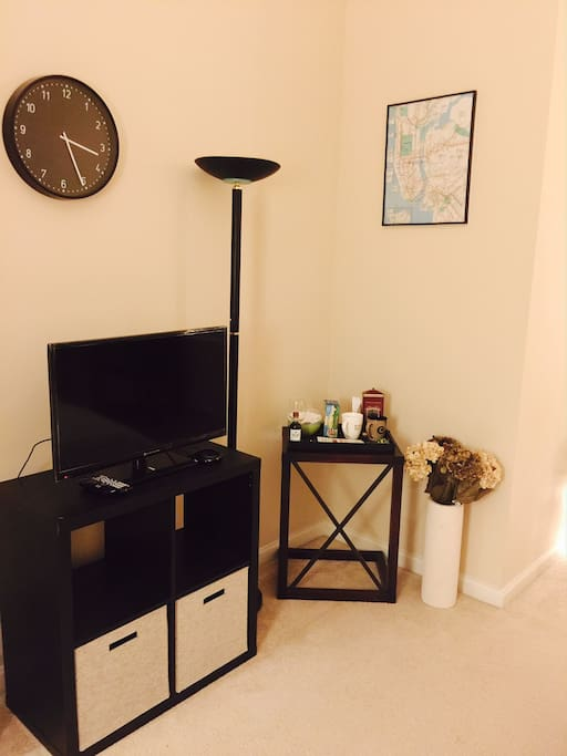 TV with Roku (netflix, hulu provided) Coffee/Wine Bar in the corner