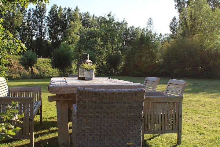 Geheel nieuwe vakantiewoning met geweldige tuin!