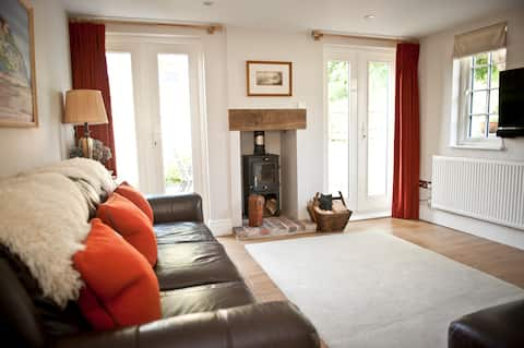 Winter Breaks @ Stamps 'Cosy' Cottage with Parking