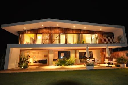 Alpenhaus Plan C - Design-Ferienhaus mit Garten - Maishofen
