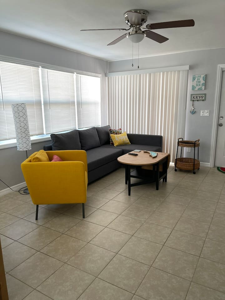 Pineapple Suite 2- Tudor Getaway Resort Cape Coral