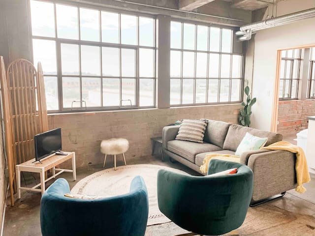 Chic downtown apt across from Principal Park!