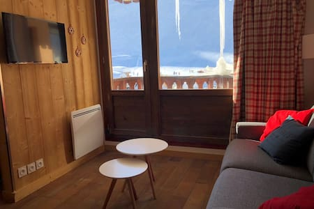 Renovated sunny apartment, ski in ski out, WiFi