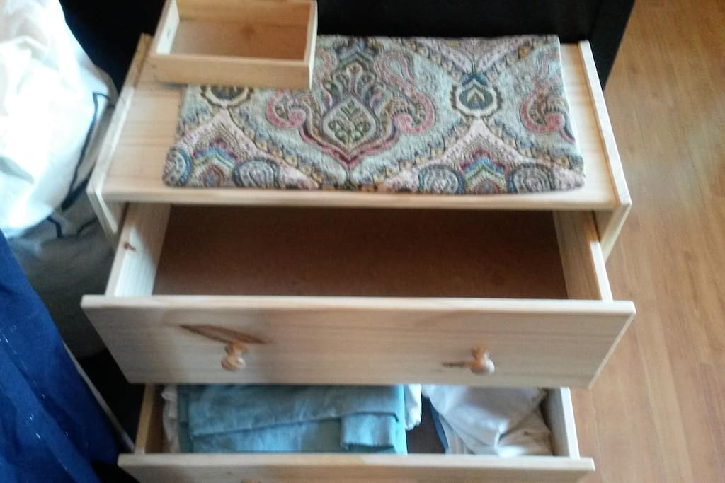 Extra drawer space with optional bed linens