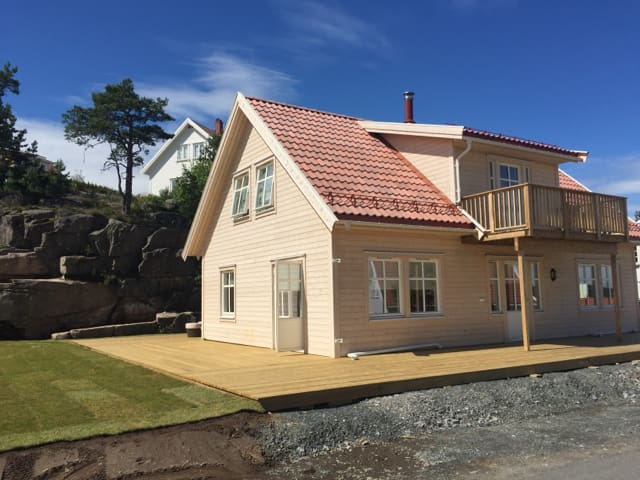 Brand new house with golf car & free entry to Spa - Kragerø - Chatka