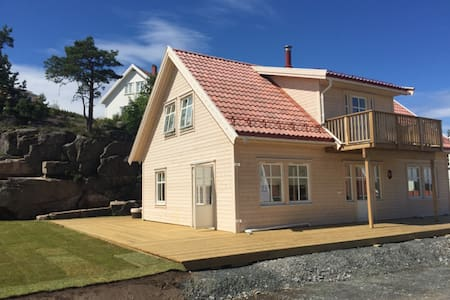 Brand new house with golf car & free entry to Spa - Kragerø - Blockhütte