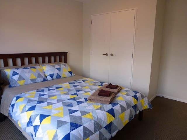 Private Entrance Double Ensuite, nr Massey - Auckland - Radhus