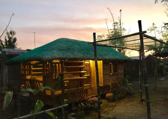 1BR Hut Near Port to Quezon Beaches