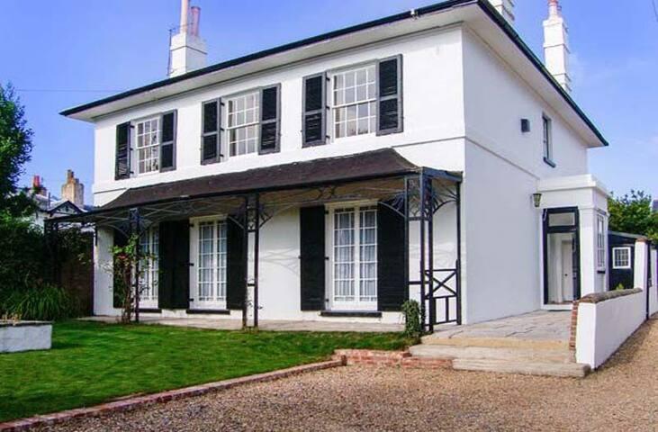 Bury Villa - 7 Bedrooms - Sleeping 19 Guests