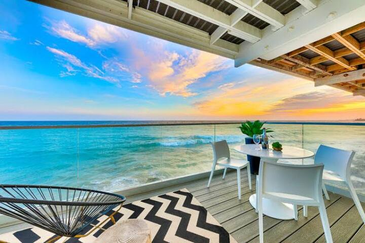 Oceanfront Luxurious Villa w/ Incredible Views & Outdoor Living