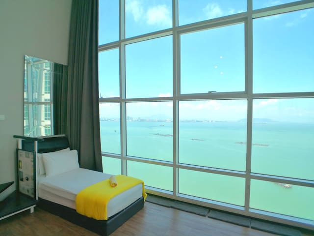 Sanitized Sunrise Seaview Seafront Duplex  无敌海景套房