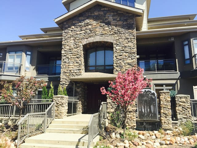 HIGH END EXECUTIVE CONDO! BEST IN FORT MCMURRAY!