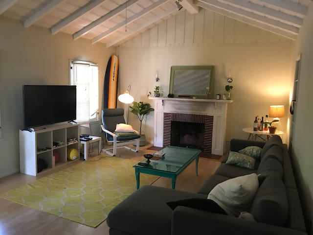 CHEAP AND BEAUTIFUL HOLLYWOOD HOUSE FOR THE MONTH