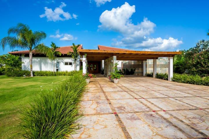 Tropical-Dreamy Villa in Casa De Campo