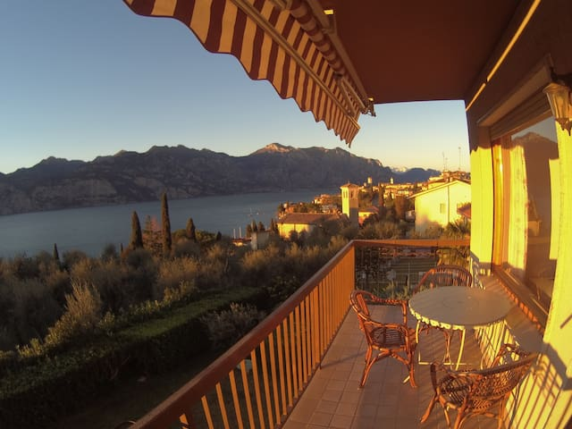 APARTMENT WITH ENCANTING LAKE VIEW - Malcesine - Apto. en complejo residencial