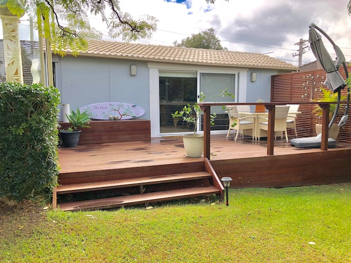 """""""The Deck"""" Funky Granny Flat with large deck"""