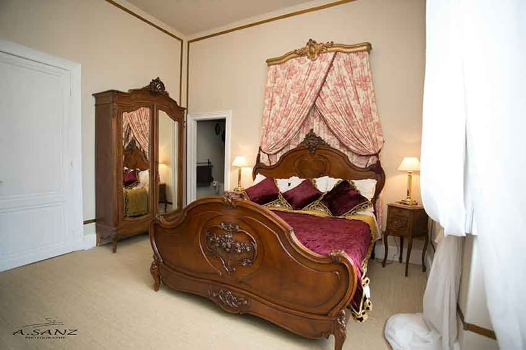 Luxury chateau chambre louis xv bed breakfasts for for Chambre louis xv