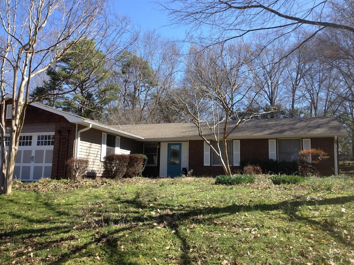 Warm 3 BR Cozy Ranch in friendly South Charlotte