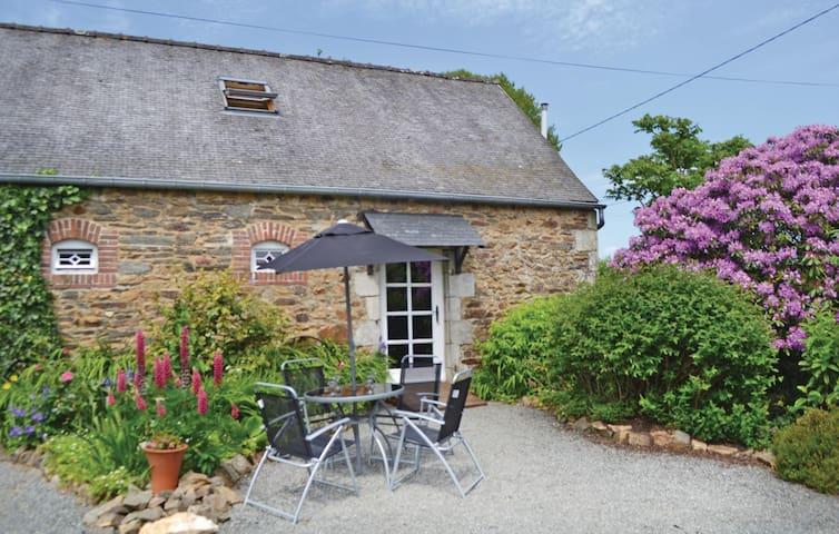 Semi-Detached with 2 bedrooms on 80m² in Callac de Bretagne