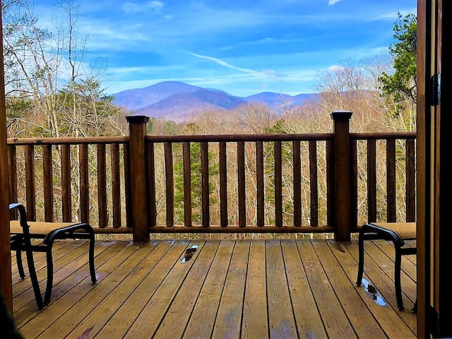 NEW Cabin with views in Riverbend - Lake Lure - Cabin