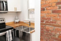 Center City Luxe 1br Condo :: Fully Renovated