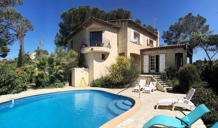 Grande chambre dans villa provençale, piscine
