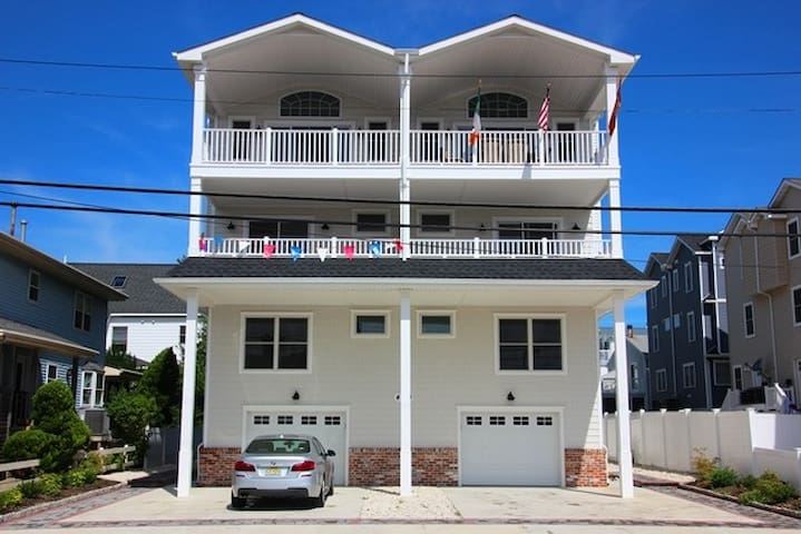 Luxury Townhouse Near Beach ~ Newly Constructed