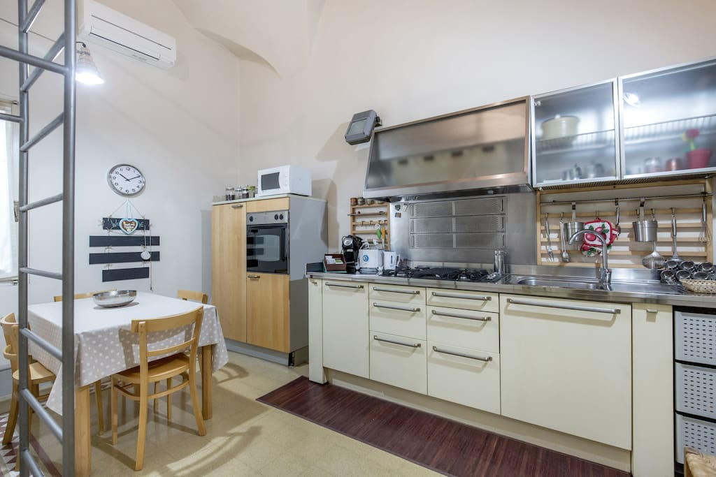 Fully equipped kitchen with oven, microwave oven