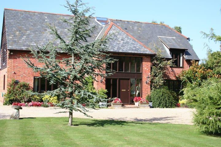 The Olde Barn Bed & Breakfast - Lymington - ไลมิงตัน - ที่พักพร้อมอาหารเช้า