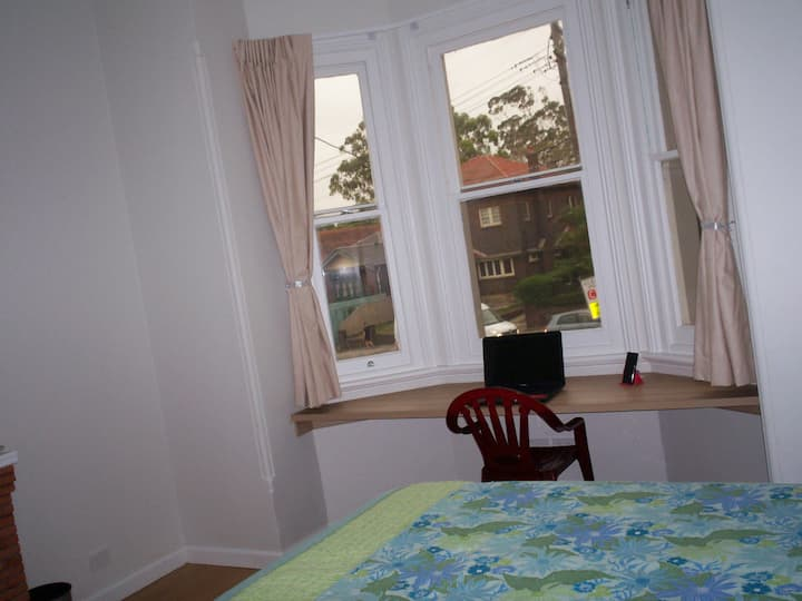 DOUBLE ROOM IN A NON-SMOKING FULL RENOVATED HOUSE