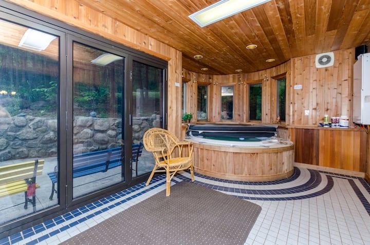 Luxurious ★ Best ★ Hill Top Retreat ★ Hot tub