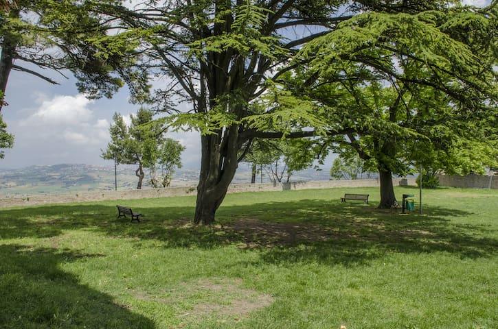 Casa vacanza a Montelupone di fronte la parco - Montelupone - 獨棟