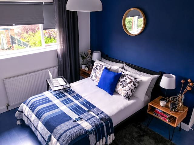 Boutique double room with TV/Breakfast