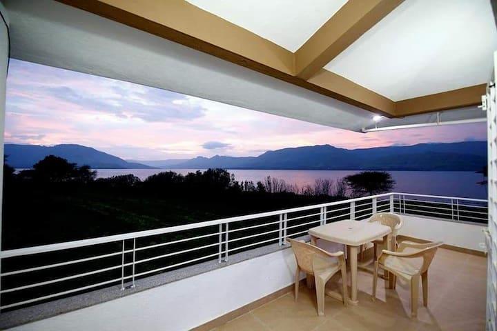 Lake view ,3bhk villa wai