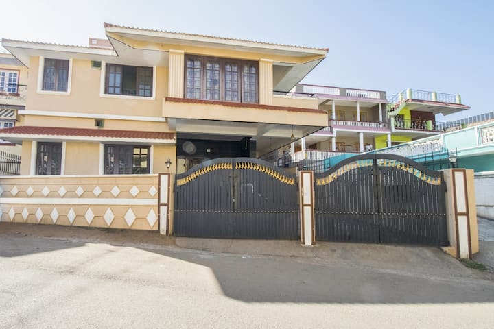 Homely 3-bedroom abode, near Stone House