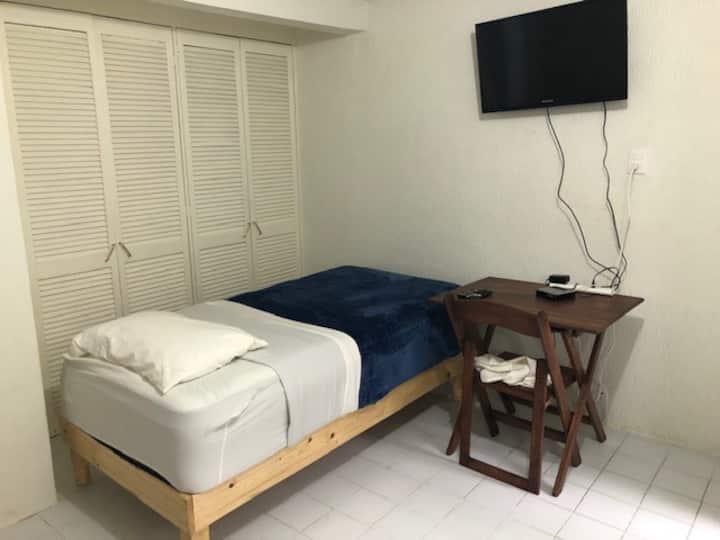 Habitación en PB, 2 camas individuales.