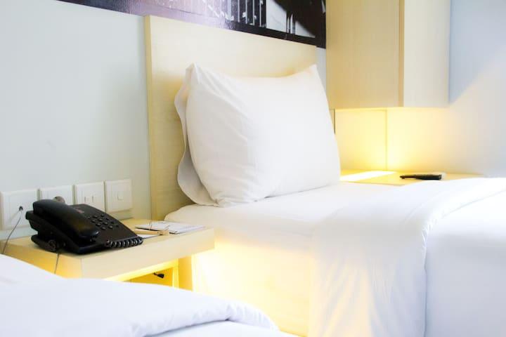 Cleo Hotel Walikota Mustajab - Twin Biz Room