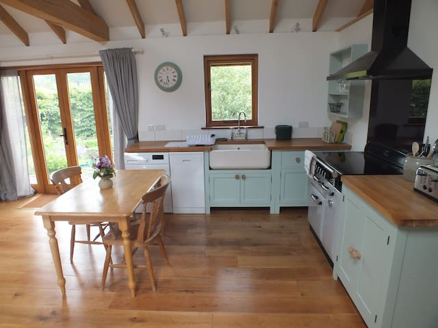 Lovely, light, spacious, self contained annexe