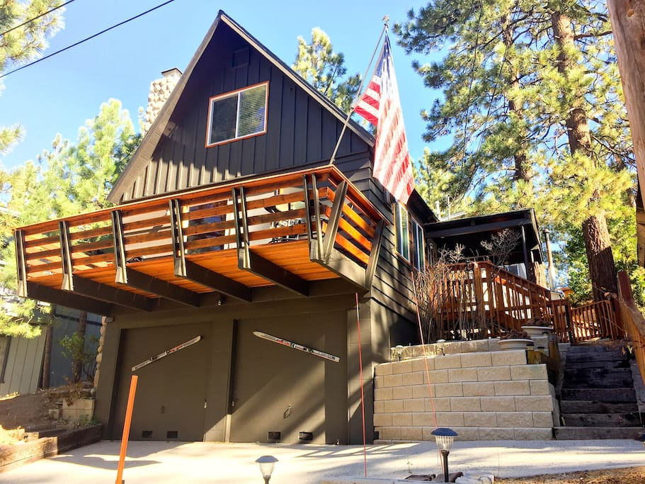 The woodland escape fireplace 5 min to village for Big bear village cabins