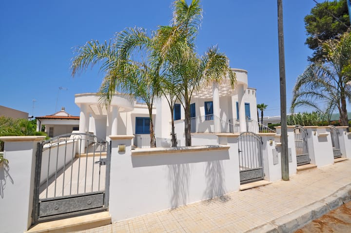 Villa for 5 people at 50 mt. from the sea