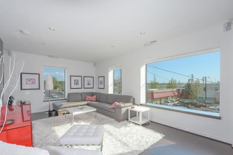 Large eclectic 1 BR above restaurant 15 min to PDX