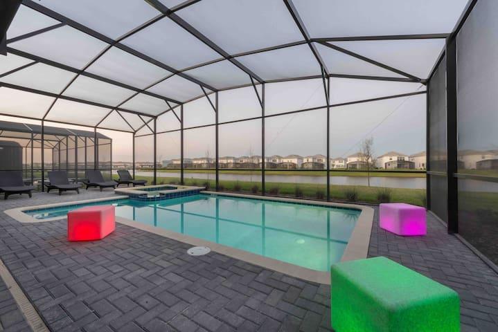 Disney Villa 9 BR/5 bath @ Storey Lake Resort