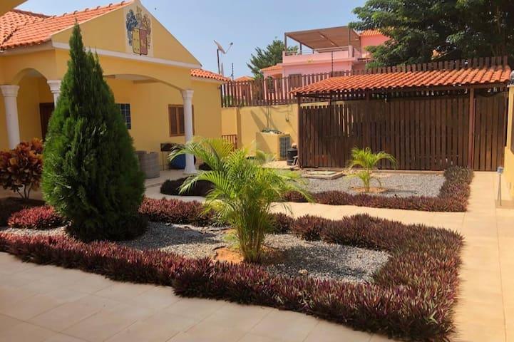 Vivenda no Futungo com vista para o Mussulo