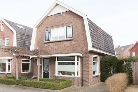 Authentic city home in the green heart of Deventer - Deventer - Ház
