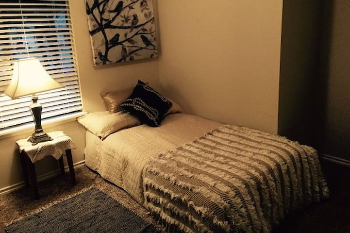 Quiet & Clean: Private Bedroom & Bathroom, Office - Hillsboro - Huis